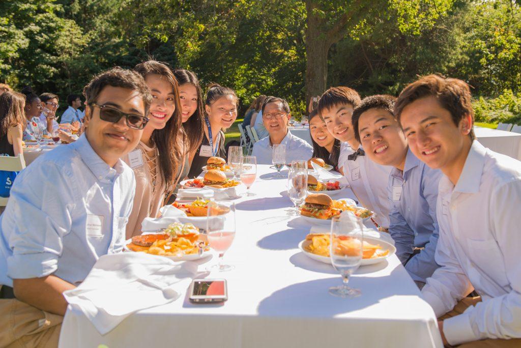 Santa Ono with students at a picnic table
